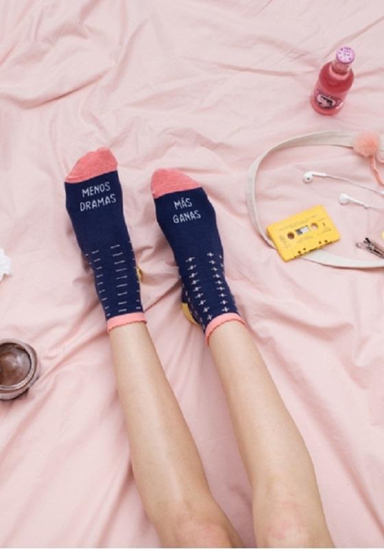 calcetines-menos-dramas-mas-ganas-regalo