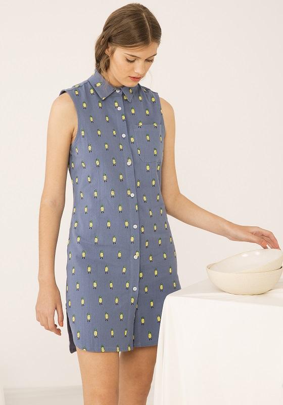 vestido-azul-estampado-piñas