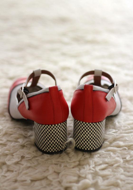 zapatos-tacon-bajo-rojos