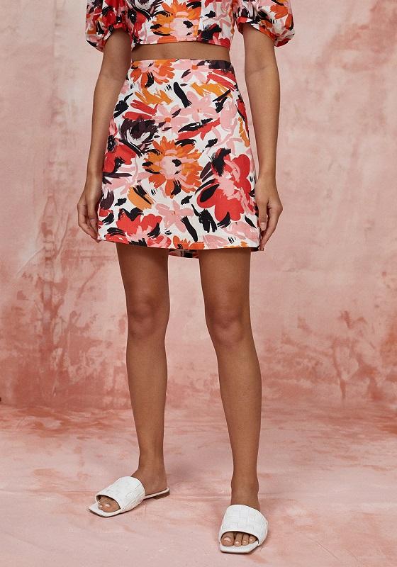 falda-corta-estampado-abstracto