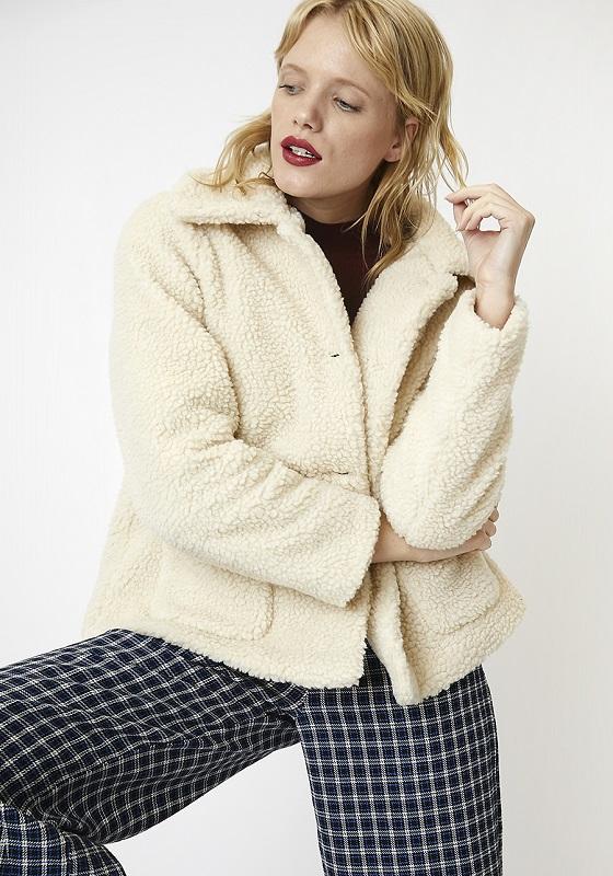 abrigo-borreguito-color-crudo-botones