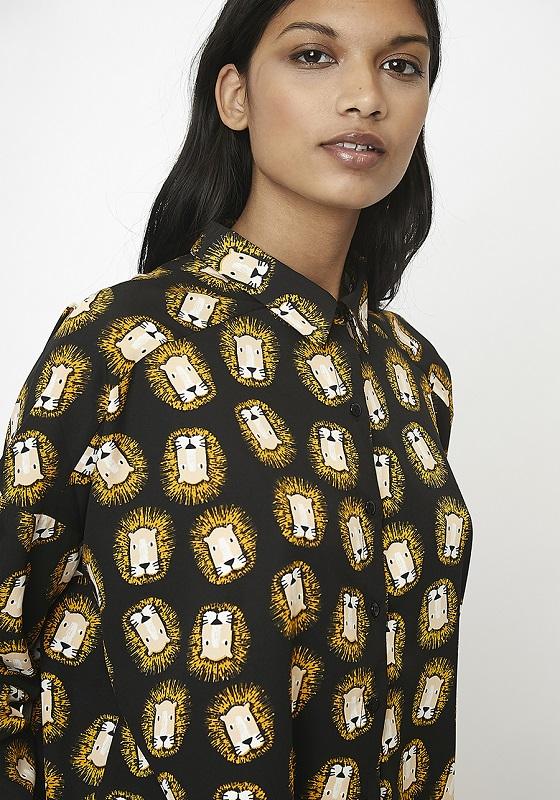 camisa-negra-estampado-leones-botones