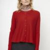 chaqueta-punto-rojo-cuello-redondo