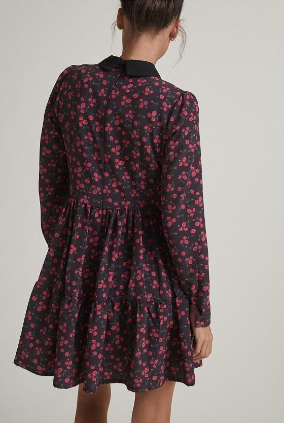 vestido-negro-estampado-rosas-cuello-camisa-lazo