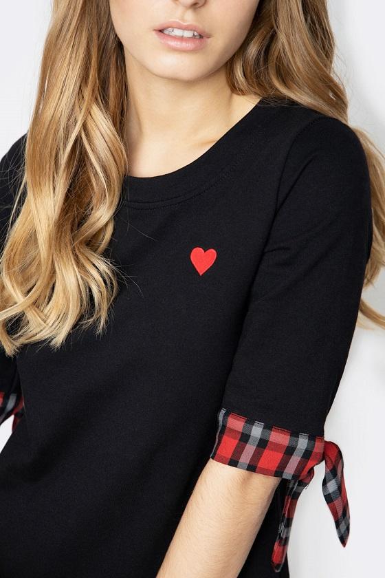 vestido-negro-lazos-cuadros-bordado-corazon