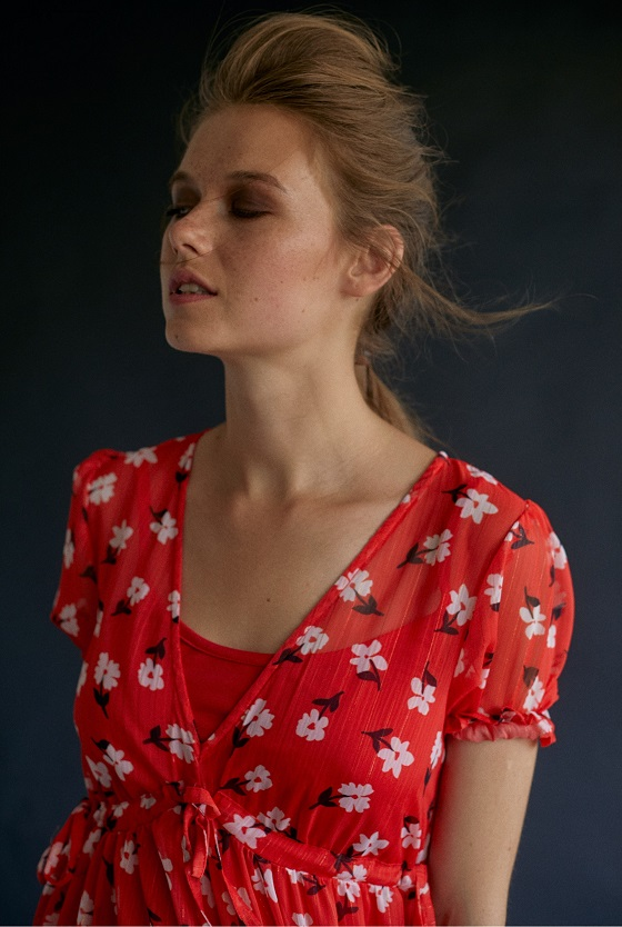 vestido-rojo-estampado-flores-gasa