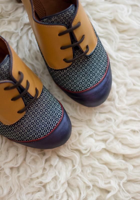 zapatos-pinup-cordones-tacon-azul