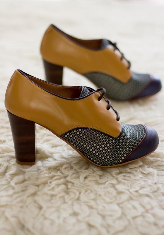 zapatos-tacon-pin-up-cordones-azul