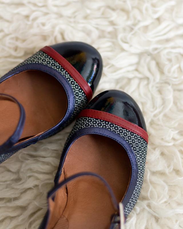 zapatos-hechos-en-españa-azul