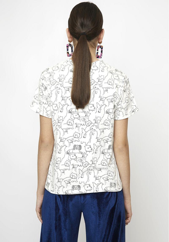 camiseta-blanca-estampado-perritos