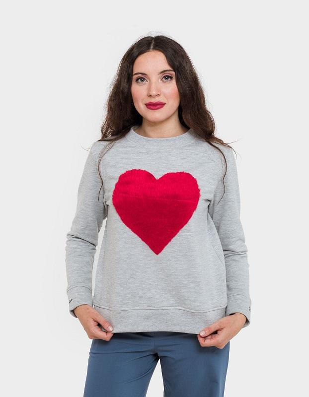 sudadera-gris-corazon-rojo
