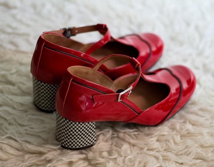 zapatos-charol-rojo-hebilla-vintage