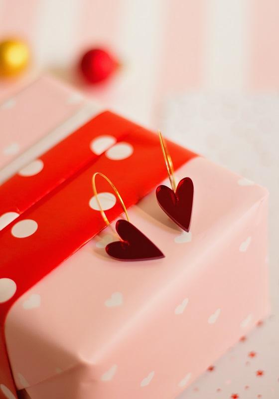 pendientes-corazon-rojo-metacrilato