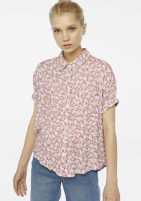 camisa-rosa-estampado-flores