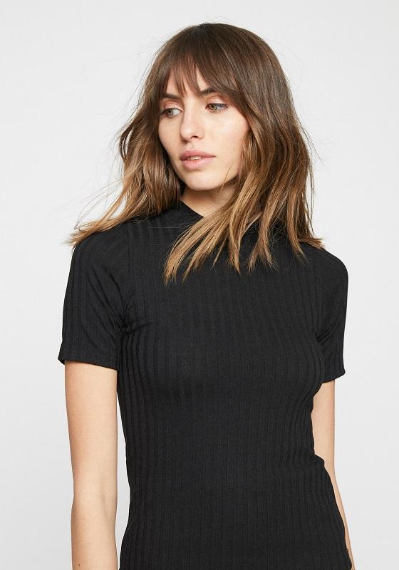 camiseta-negra-canale-mangas-cortas
