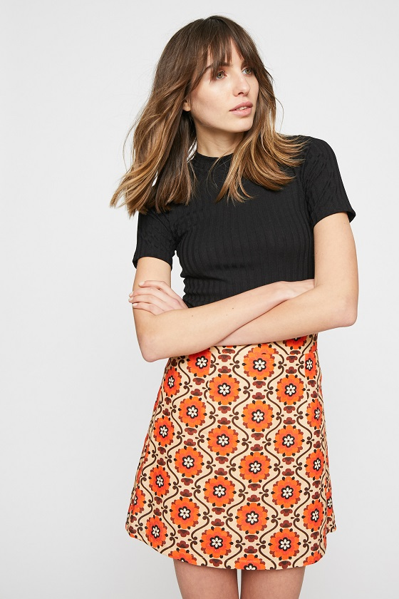 falda-corta-estampado-naranja-lina