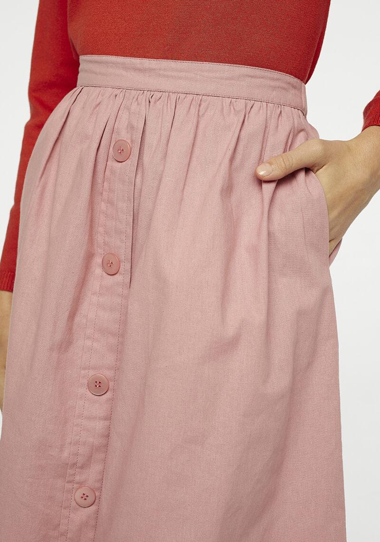 falda-rosa-midi-botones-bolsillos