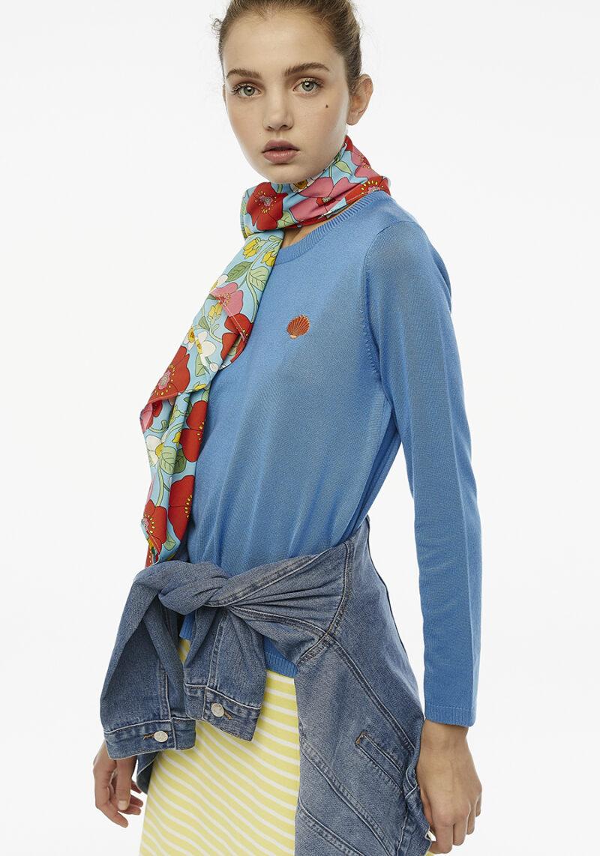 jersey-punto-azul-bordado