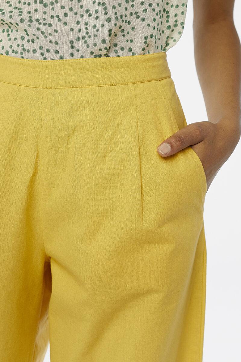 pantalones-amarillo-algodon-bolsillos