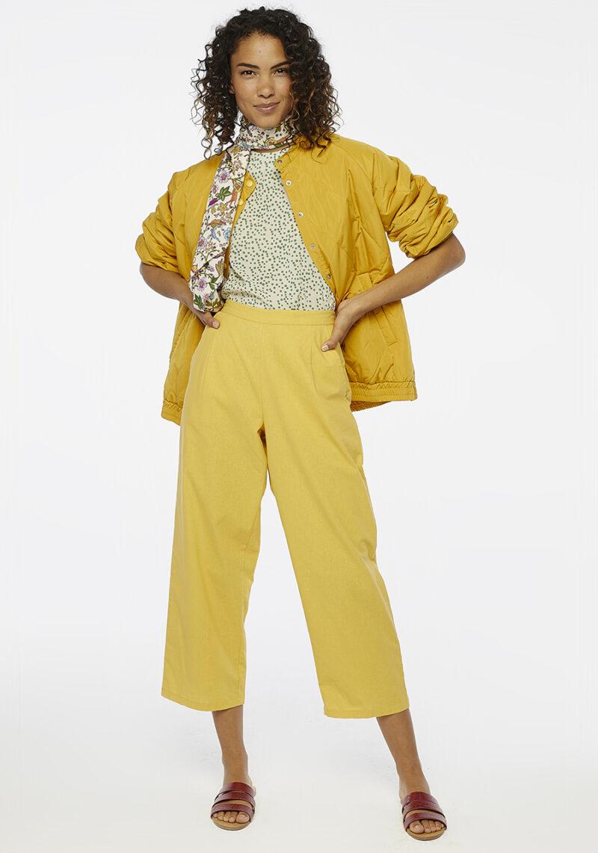 pantalones-amarillos-bolsillos