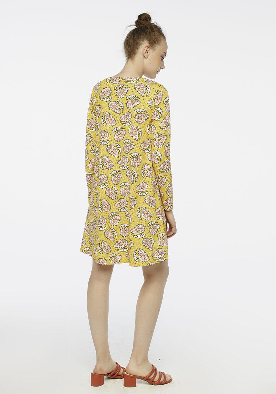 vestido-amarillo-estampado-mangas-largas