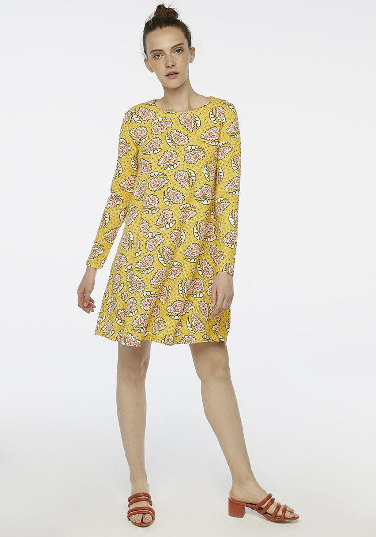 vestido-amarillo-evase-estampado