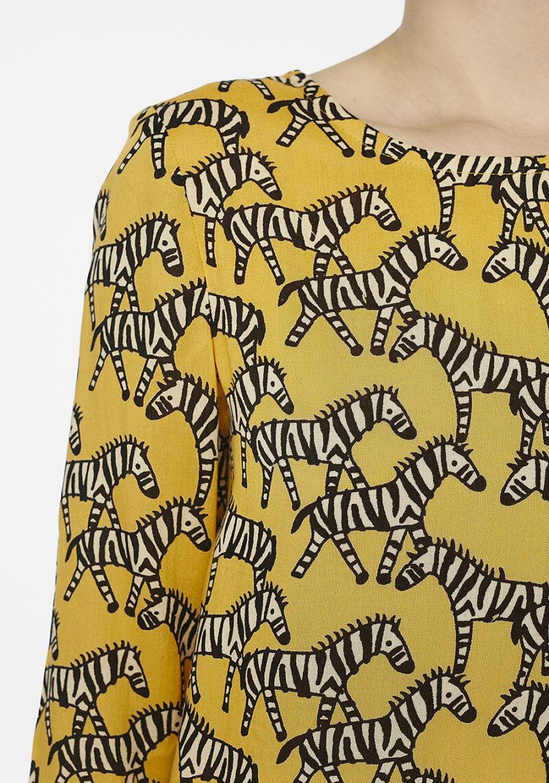 vestido-corto-amarillo-cebras