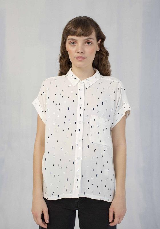 camisa-blanca-estampado-gotas