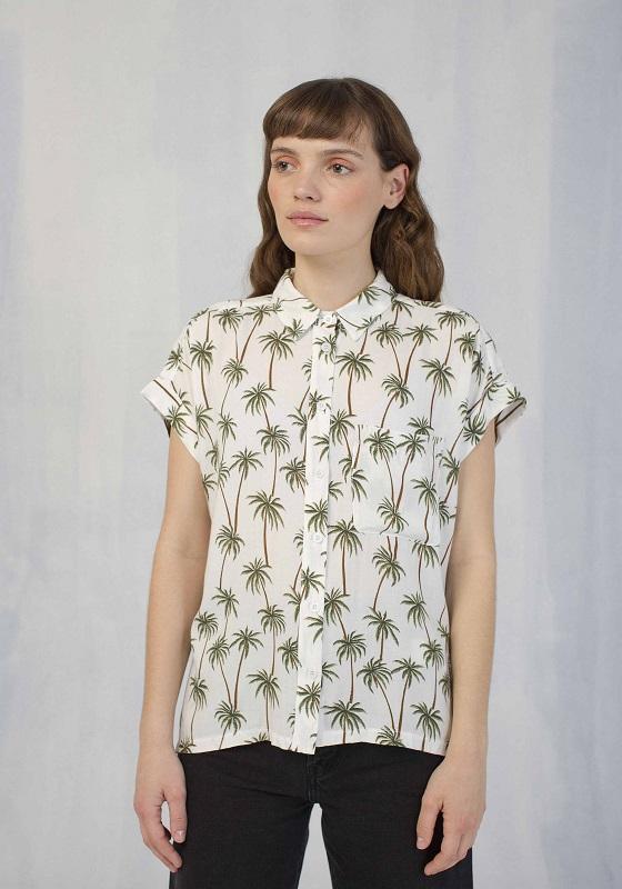 camisa-blancas-estampado-palmera