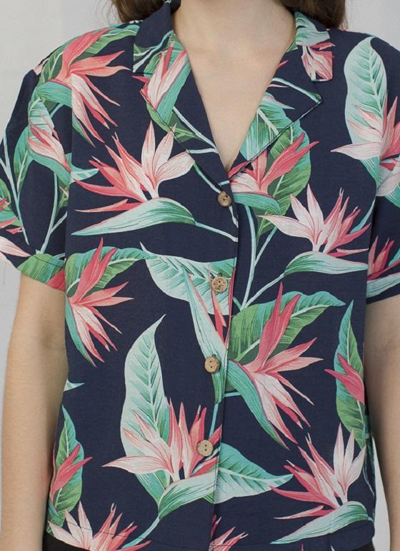 camisa-estampado-flores-tropical