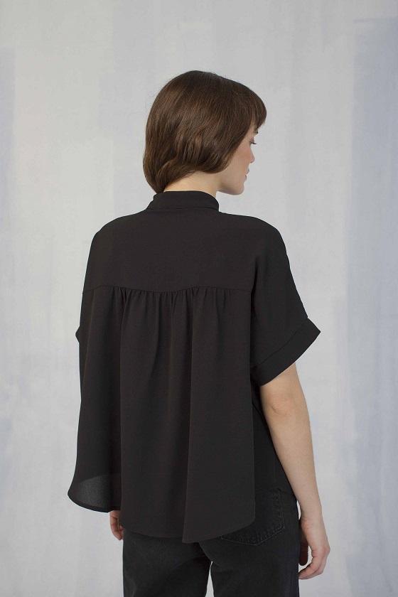 camisa-holgada-negro-mangas-cortas