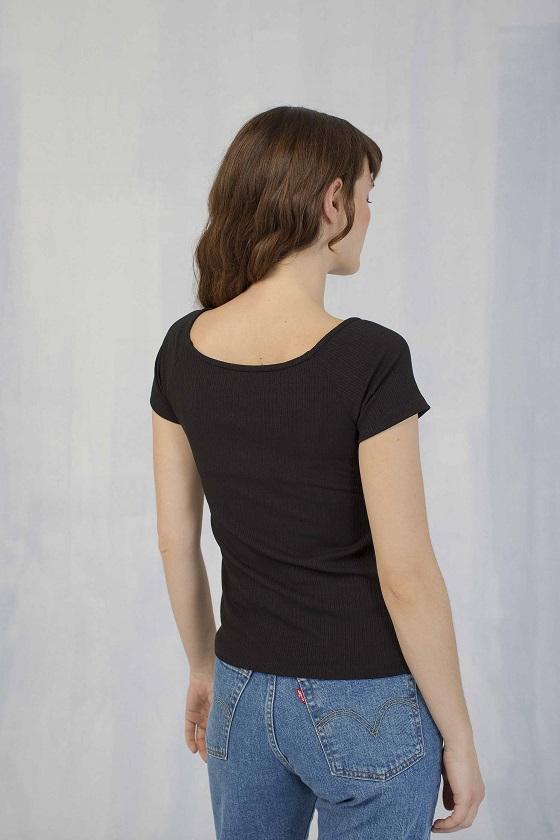 camiseta-basica-negra