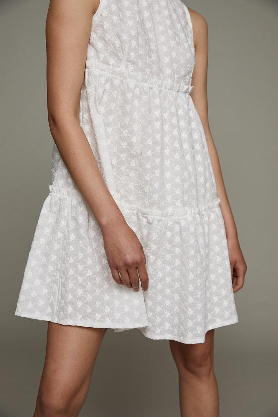 vestido-corto-blanco-sin-mangas
