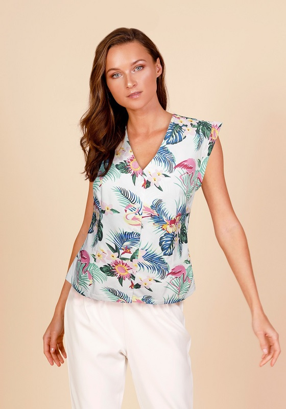 camisa-escote-pico-estampado-tropical