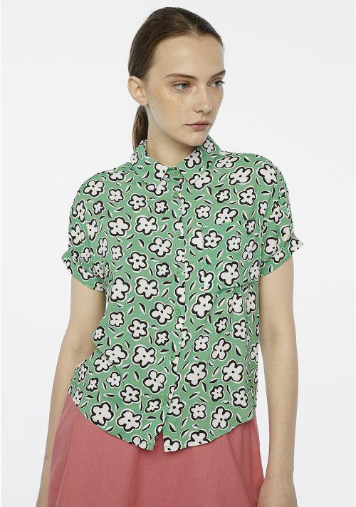 camisa-verde-flores