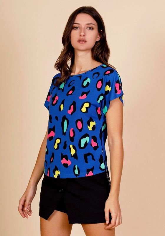 camiseta-azul-estampado-leopardo