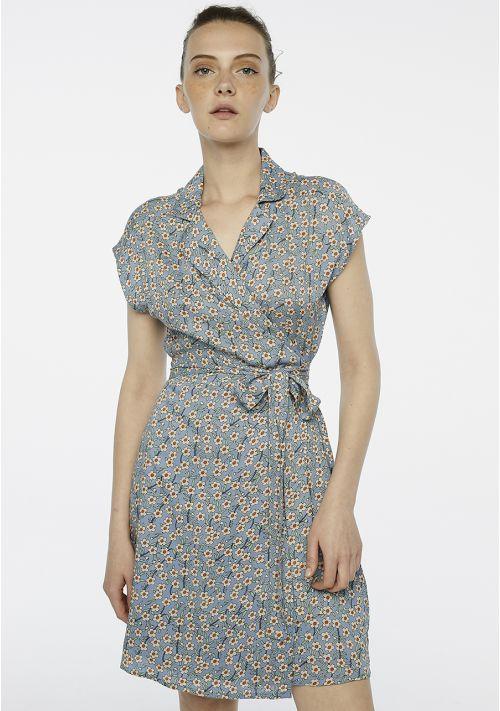 vestido-cruzado-azul-flores
