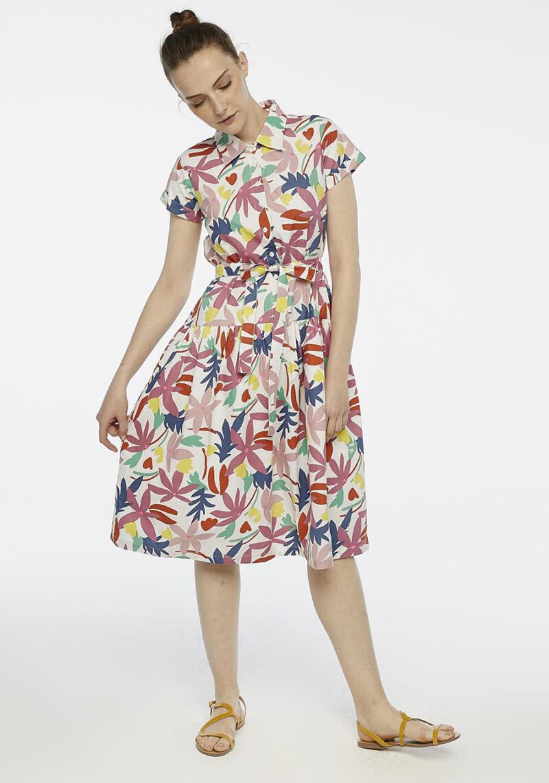 vestido-midi-estampado-flores-colores-mangas-cortas