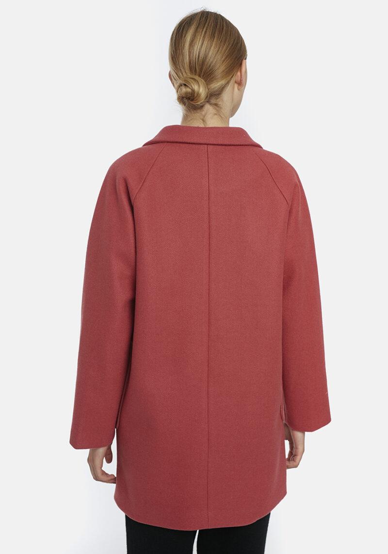 abrigo-rosa-escote-pico