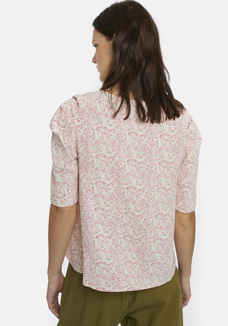 blusa-estampado-besos-rosas