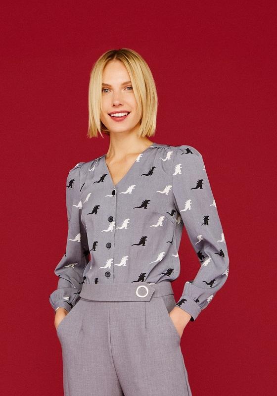 camisa-gris-estampado-godzilla