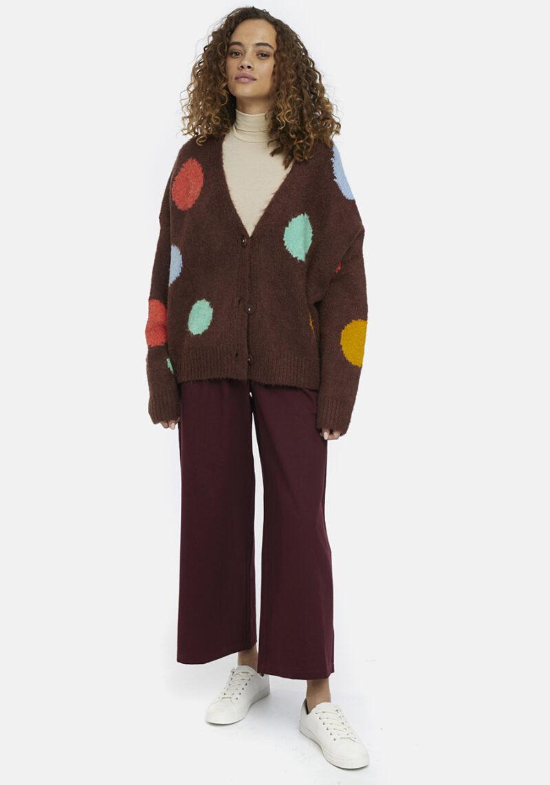 cardigan-marron-puntos-grandes-colores