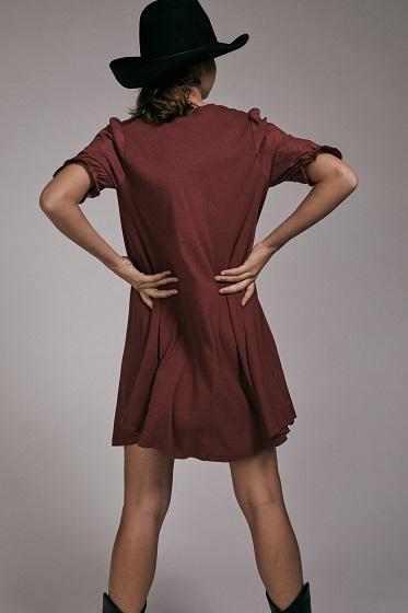 vestido-corto-valeria-granate