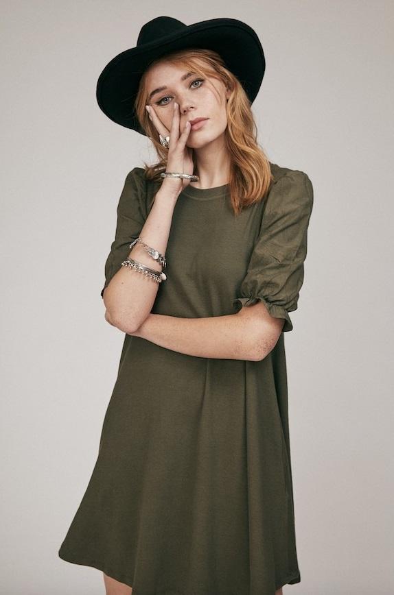 vestido-verde-mangas-abullonadas