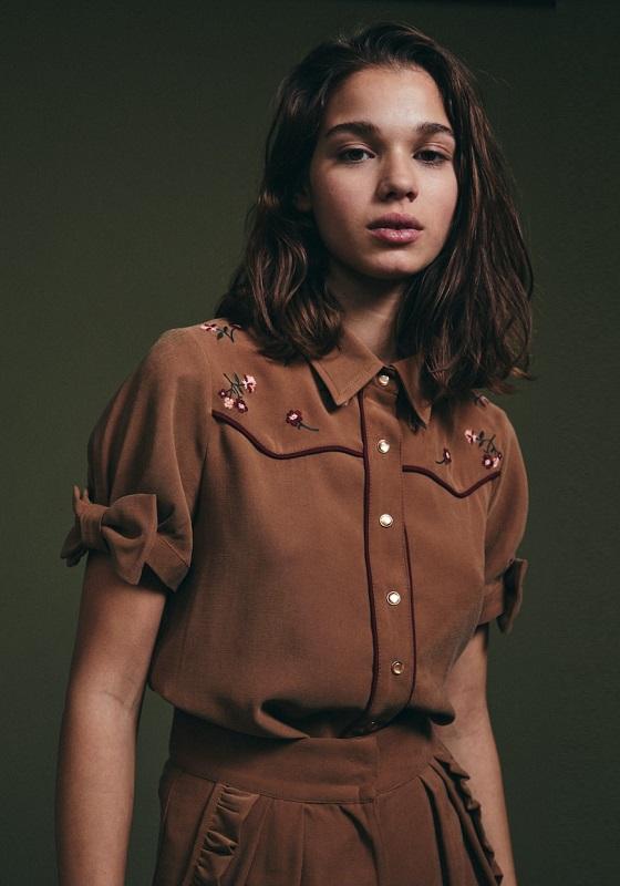 camisa-marron-mangas-cortas-lazos