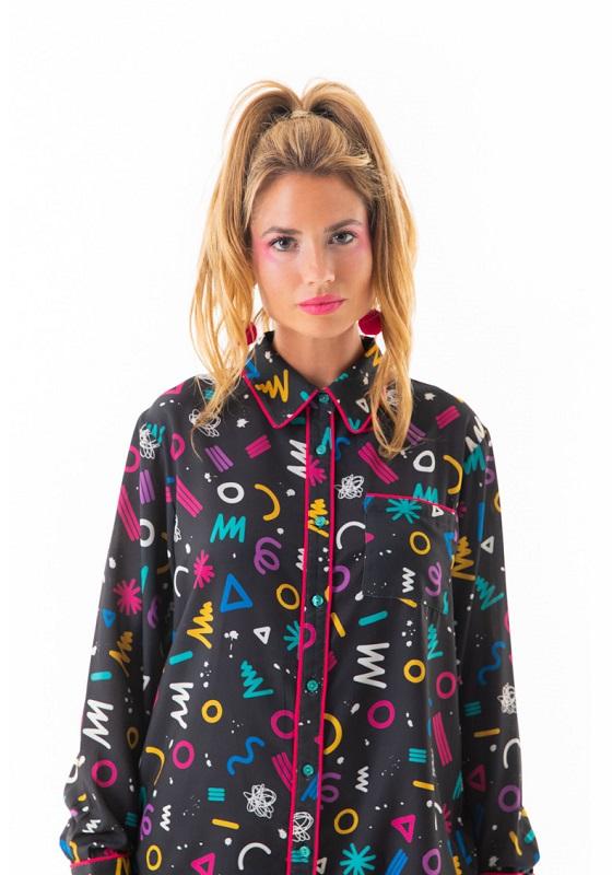 camisa-negra-estampado-multicolor-ribete-graphic