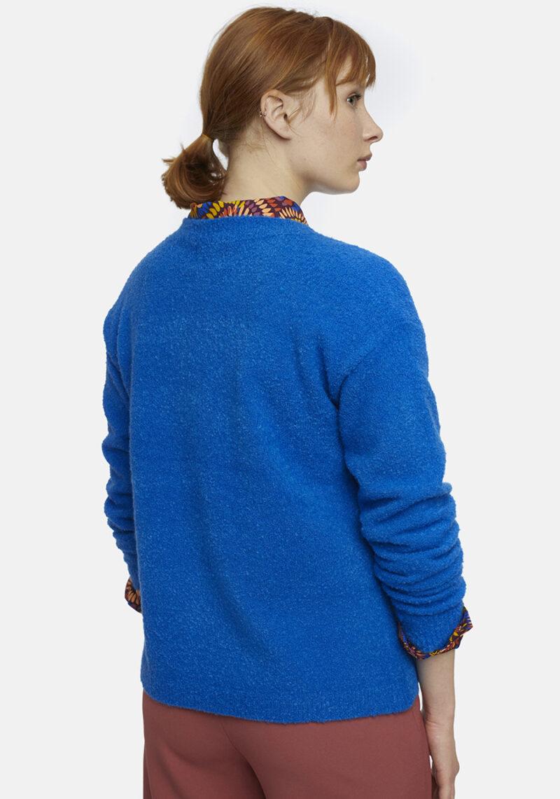 chaqueta-punto-azul