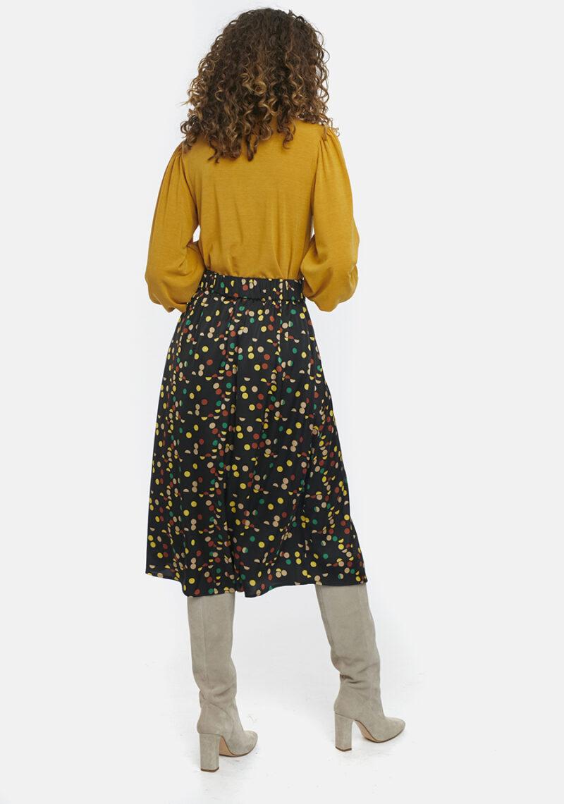 falda-midi-negra-topos-colores