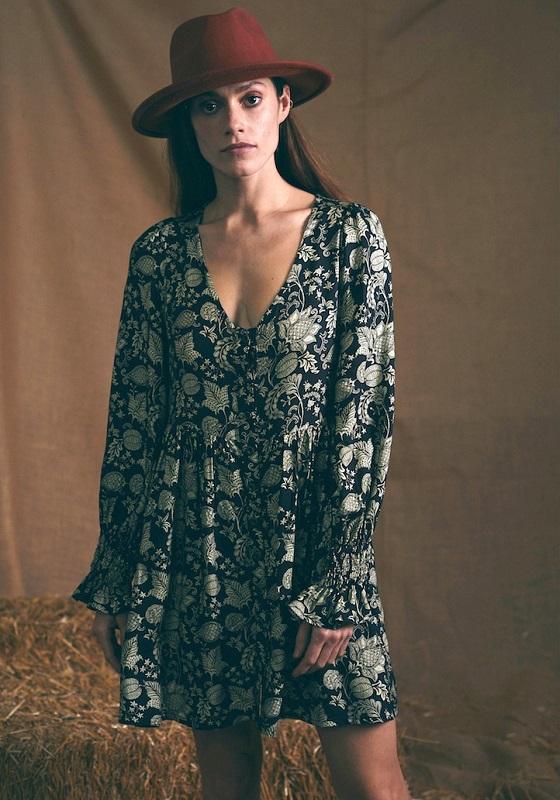 vestido-escote-pico-celine-negro