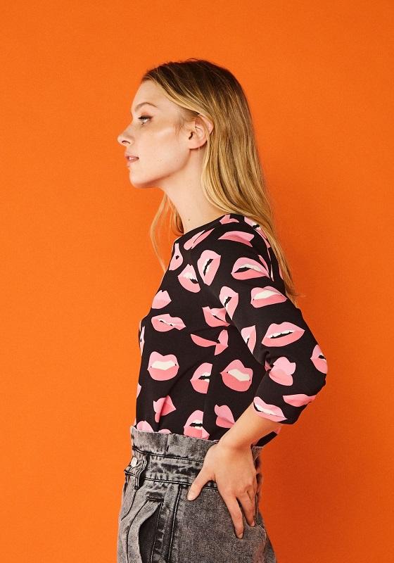blusa-mangas-francesa-labios-rosas